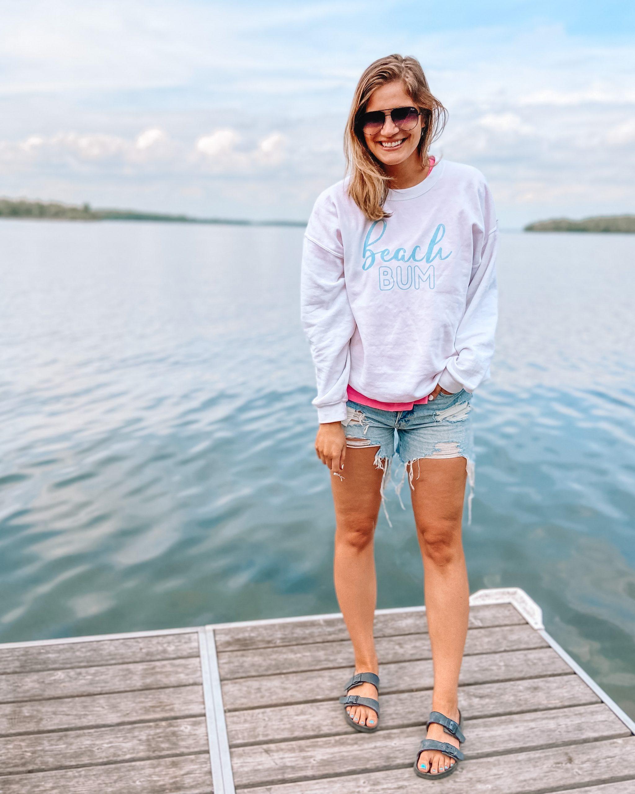 white beach bum sweatshirt neon pink tee 90s boyfriend shorts distressed jean shorts quay high key black rubber sandals
