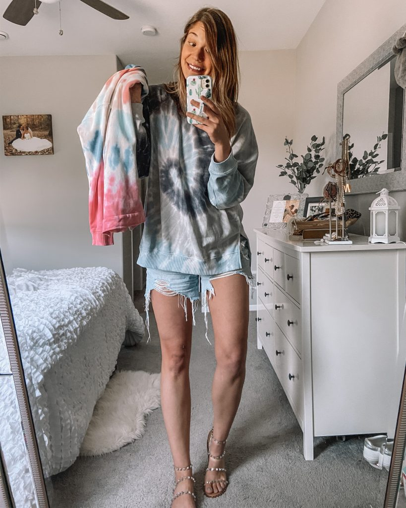 tie dye crew neck sweatshirt boyfriend jeans distressed jeans clear travel sandal white bedroom