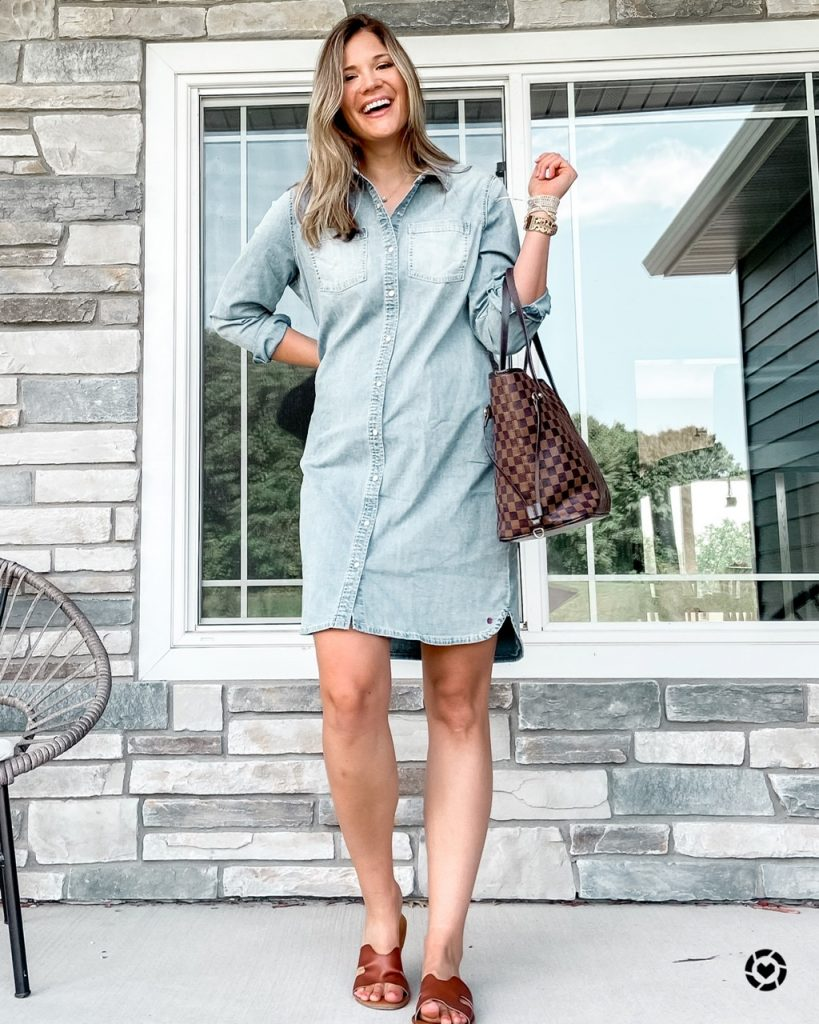 chambray button front shirt dress / checkered brown tote / brown slide sandals