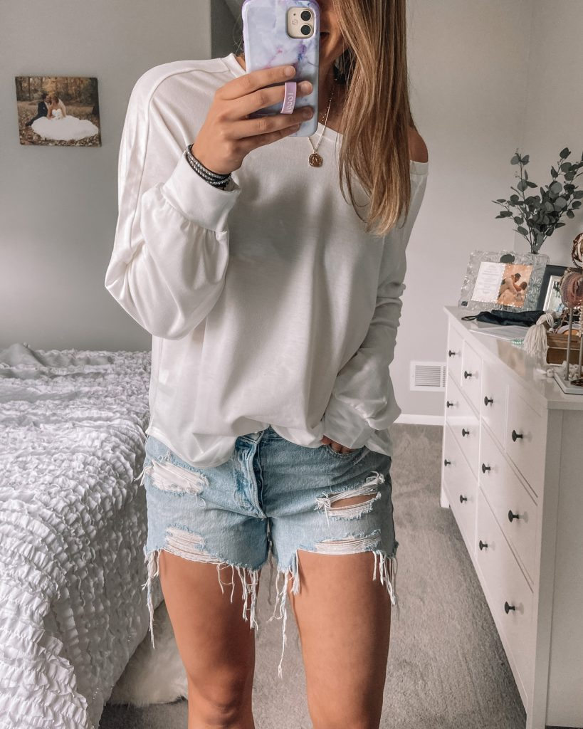 american eagle 90s boyfriend shorts / white amazon sweatshirt / white long sleeve lightweight sweatshirt