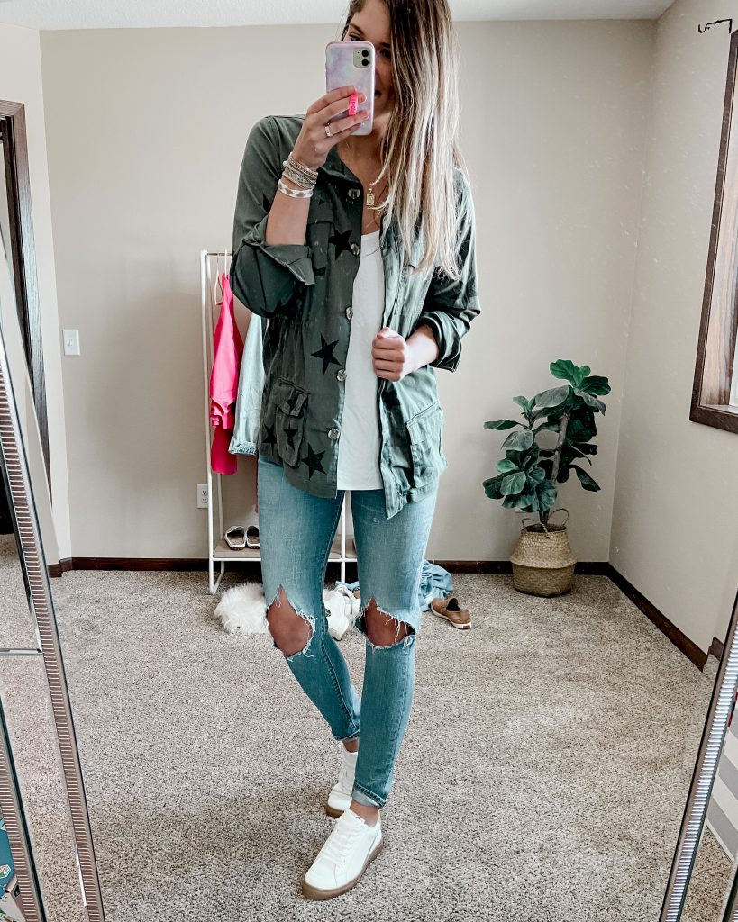 levis 721 busted knee jeans / white tennis shoes / army green star utility jacket / white tank top / tall jeans