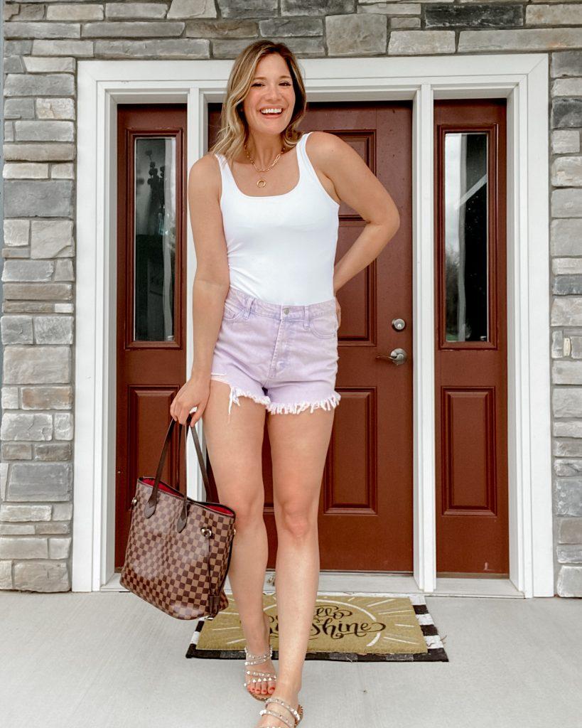 abercrombie seamless bodysuit / 90s seamless bodysuit / lavender shorts / checkered tote / steve madden skyler sandals