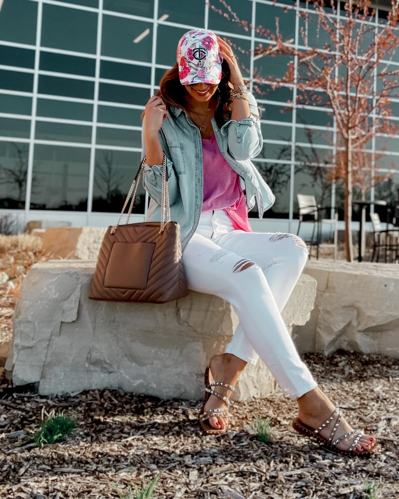 chambray pink and white outfit / floral baseball hat / white abercrombie jeans / chambray top / pink v neck tank / steve madden skyler sandals / checkered tote